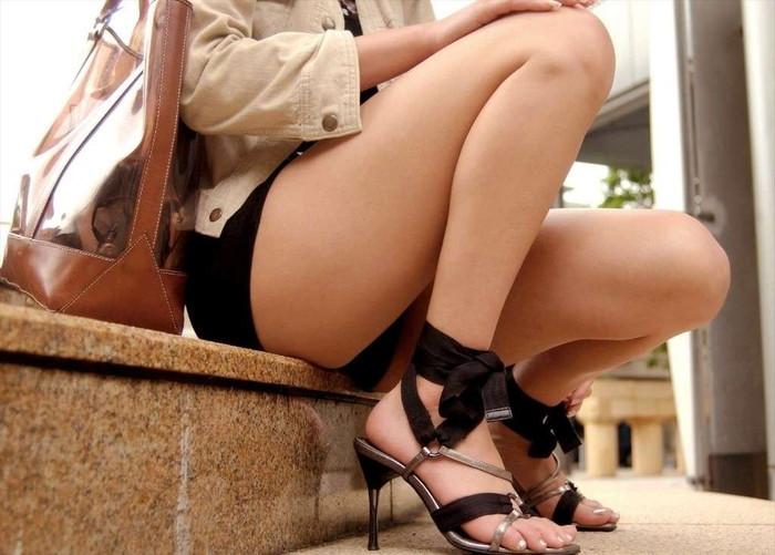 【ミニスカートエロ画像】ミニスカから覗くムチムチの太ももが超セクシー!!! 12