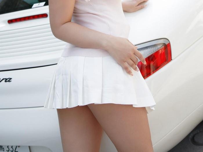 【ミニスカートエロ画像】ミニスカから覗くムチムチの太ももが超セクシー!!! 13