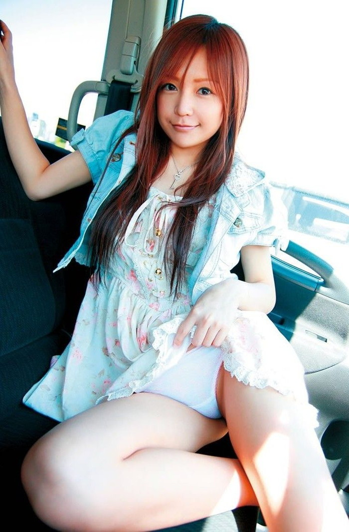 【セルフパンチラエロ画像】女の子自らスカートを捲くってパンチラ!故にセルフパンチラw 03