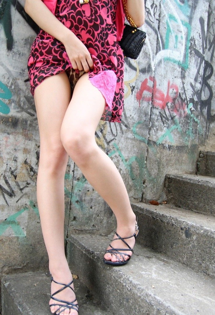 【セルフパンチラエロ画像】女の子自らスカートを捲くってパンチラ!故にセルフパンチラw 21