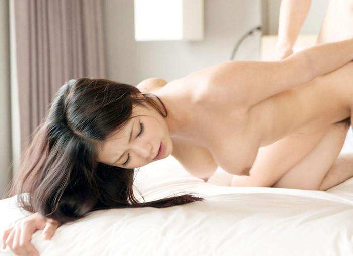 【バックエロ画像】四つん這いの女の子の尻を眺めながらセックス!www 11