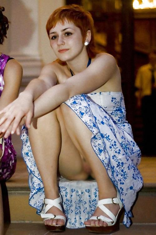 【海外ノーパンエロ画像】これは文化なのか!?海外の女の子たちのノーパン画像! 19