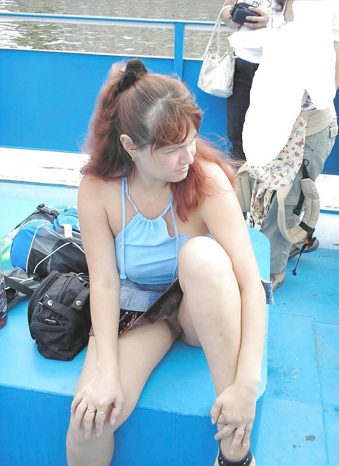 【海外ノーパンエロ画像】これは文化なのか!?海外の女の子たちのノーパン画像! 24