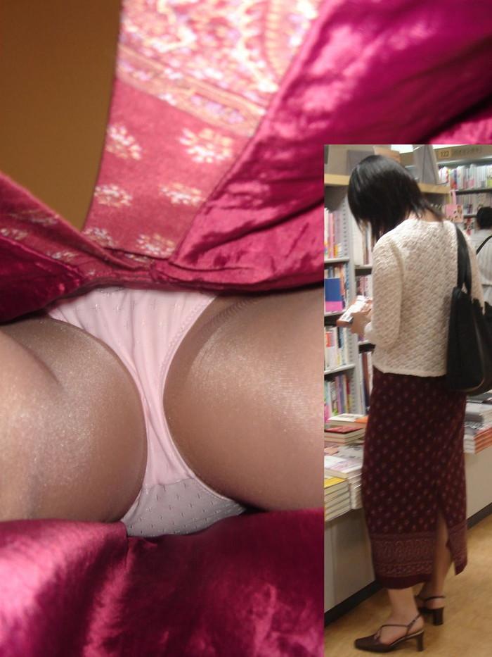 【逆さ撮りエロ画像】スカートの中を直下から狙ってパンチラゲット!www 25