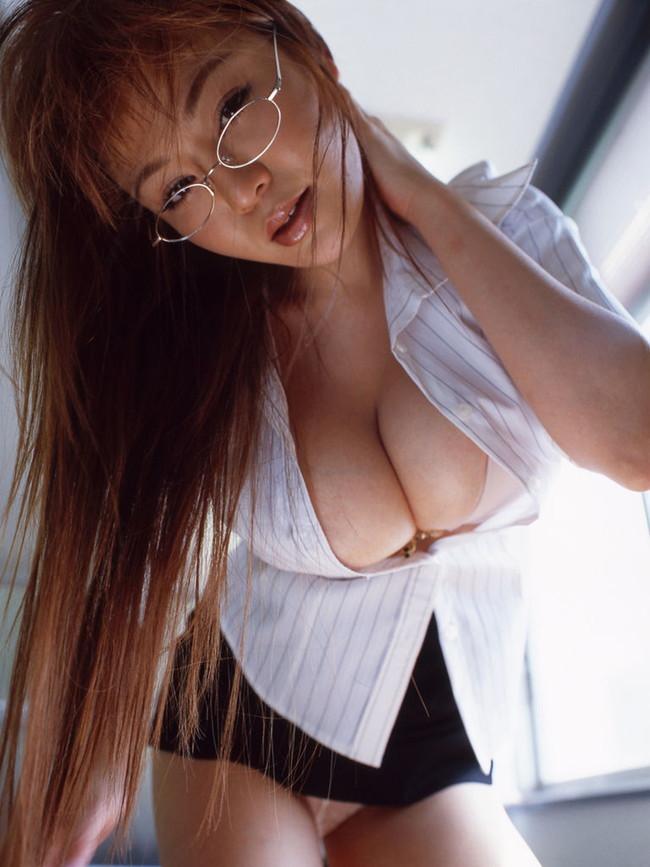【巨乳谷間エロ画像】巨乳の女の子の谷間って男のロマンと言っても良いだろww 21