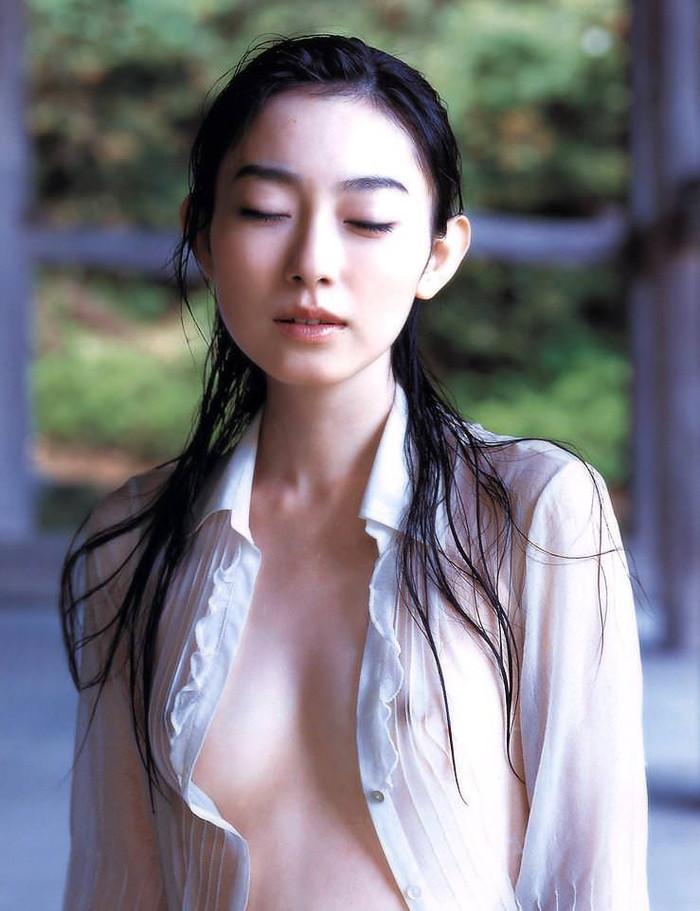 【着衣透けエロ画像】この暑い時期だからこそ女子には薄着で居てほしい!www 16