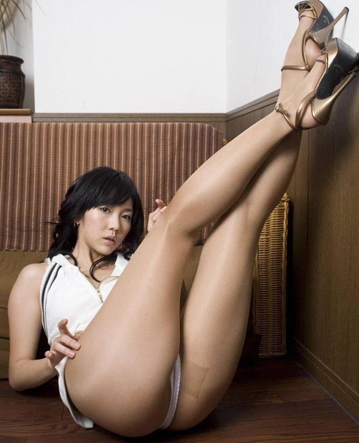 【美脚エロ画像】女の子のパーツは数あれどこんな美脚もたまらないだろ!? 表紙