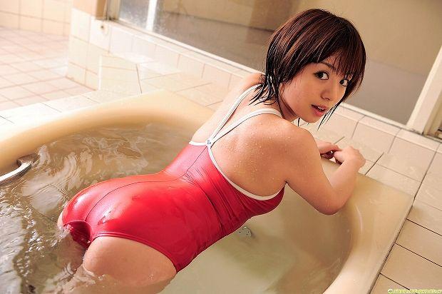 【スク水エロ画像】マニアックなんだけど、この姿に興奮してしまう!スク水の女の子!
