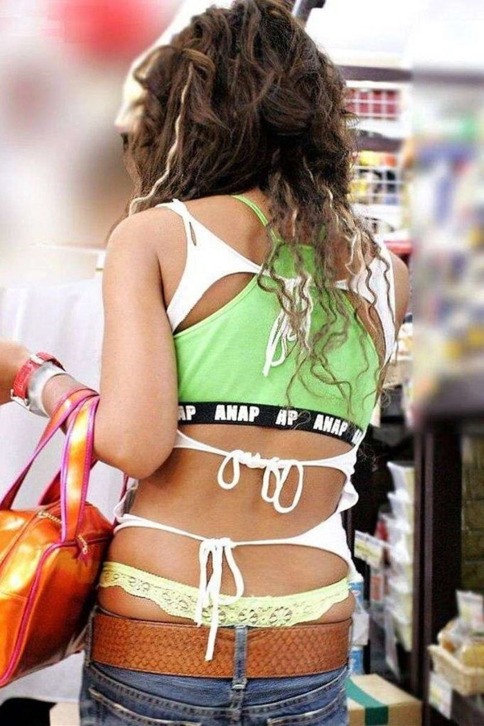 【ローライズエロ画像】ローライズファッション!パンツ見えすぎて草!これって見せパン? 15