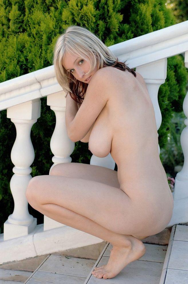 【白人ヌードエロ画像】美形な白人女性限定の白人美女たちによるヌード、セミヌードw 23