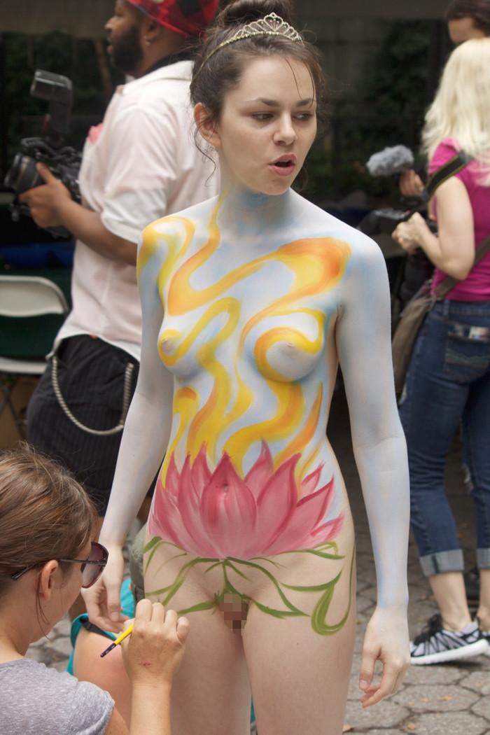 【ボディーペイントエロ画像】よくよく見たら「全裸かよ!?」っていうボディーペイントw 03