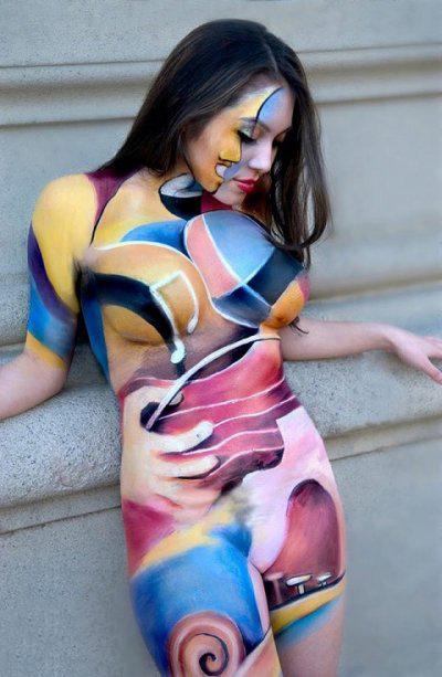 【ボディーペイントエロ画像】よくよく見たら「全裸かよ!?」っていうボディーペイントw 10