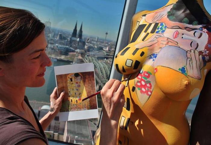 【ボディーペイントエロ画像】よくよく見たら「全裸かよ!?」っていうボディーペイントw 12