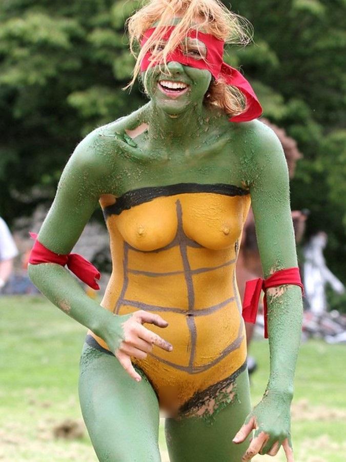 【ボディーペイントエロ画像】よくよく見たら「全裸かよ!?」っていうボディーペイントw 16