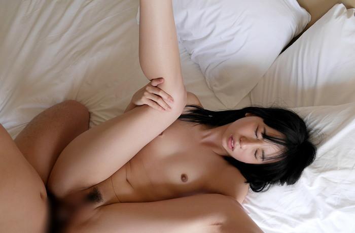 【屈脚位エロ画像】セックス中に女の子の脚を少し曲げるだけで締め付けてくる!?w 20