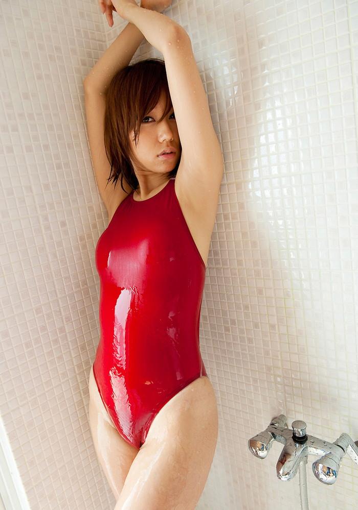 【競泳水着エロ画像】競泳用の水着が角度をかえたら物凄くエロかった件www 17