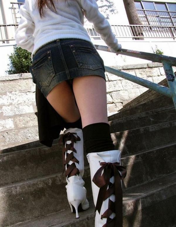 【ローアングルエロ画像】ナナメ下から女の子の下半身を狙い撃ちした結果www 09