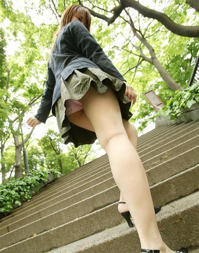 【ローアングルエロ画像】ナナメ下から女の子の下半身を狙い撃ちした結果www 11