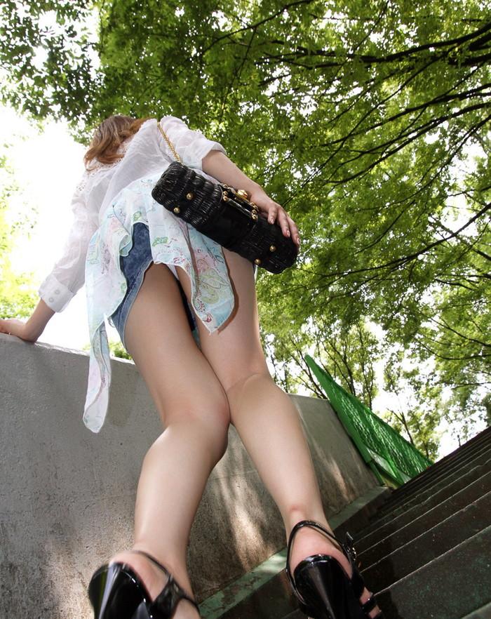 【ローアングルエロ画像】ナナメ下から女の子の下半身を狙い撃ちした結果www 12