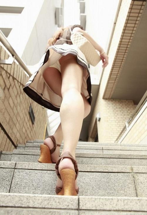 【ローアングルエロ画像】ナナメ下から女の子の下半身を狙い撃ちした結果www 19