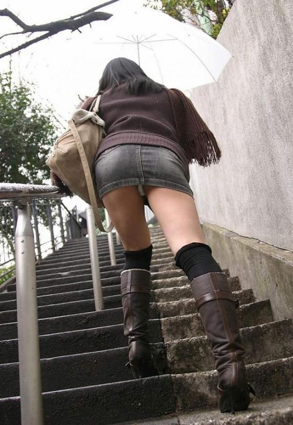 【ローアングルエロ画像】ナナメ下から女の子の下半身を狙い撃ちした結果www 20