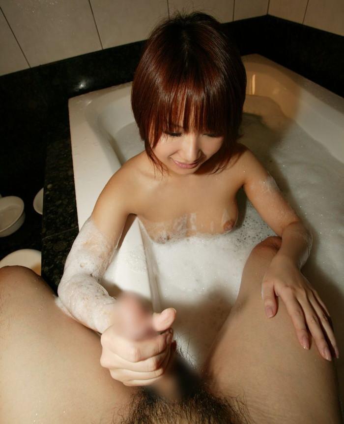 【手コキエロ画像】ソフトな奉仕だけど確実に気持ちいい手コキ特集wwww 09
