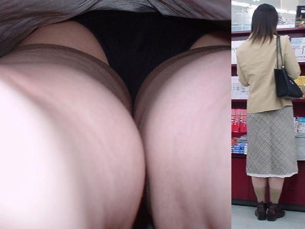 【パンチラ逆さ撮りエロ画像】大迫力!女の子のスカートの中を直下から盗撮! 表紙