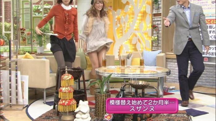 【放送事故エロ画像】テレビに映ったエロハプニング!これはラッキー!www 10