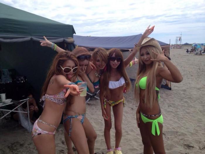 【素人水着エロ画像】夏終盤!これが見たいやつはビーチへ急げ!wwwww