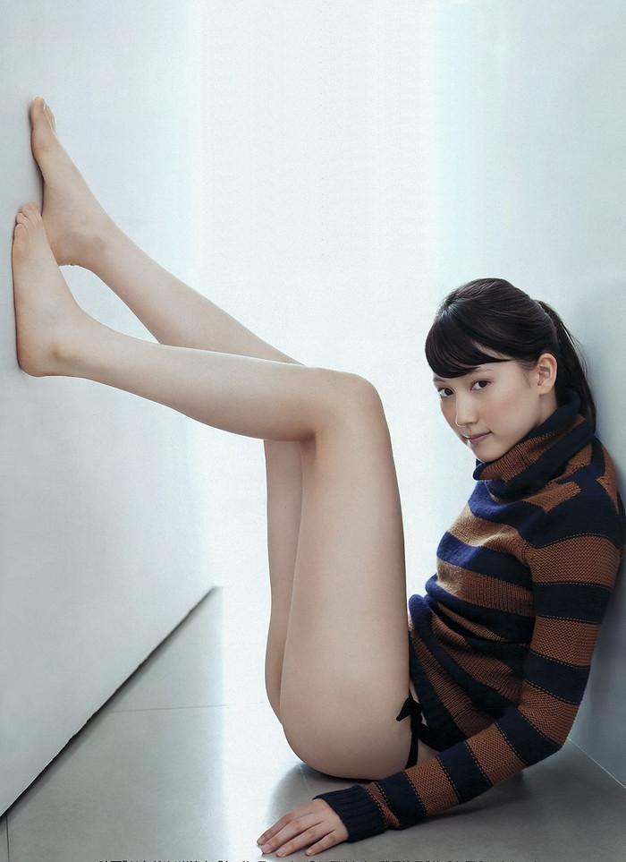 【美脚エロ画像】スラリとした女の子の美脚におもわず生唾ごっくん…。 04