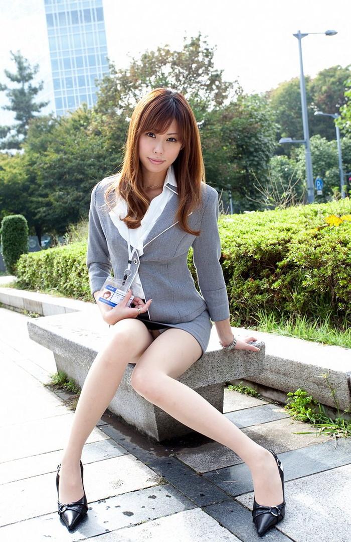 【美脚エロ画像】スラリとした女の子の美脚におもわず生唾ごっくん…。 16