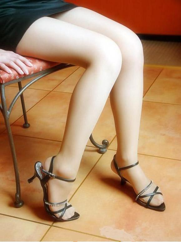 【美脚エロ画像】スラリとした女の子の美脚におもわず生唾ごっくん…。 22