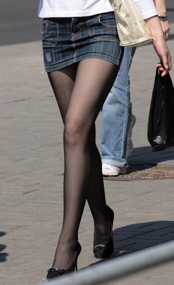 【美脚エロ画像】ミニスカートからスラリと伸びた美脚に思わずナマツバ! 07