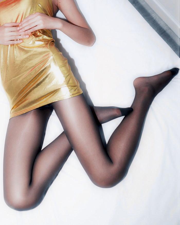 【美脚エロ画像】ミニスカートからスラリと伸びた美脚に思わずナマツバ! 15