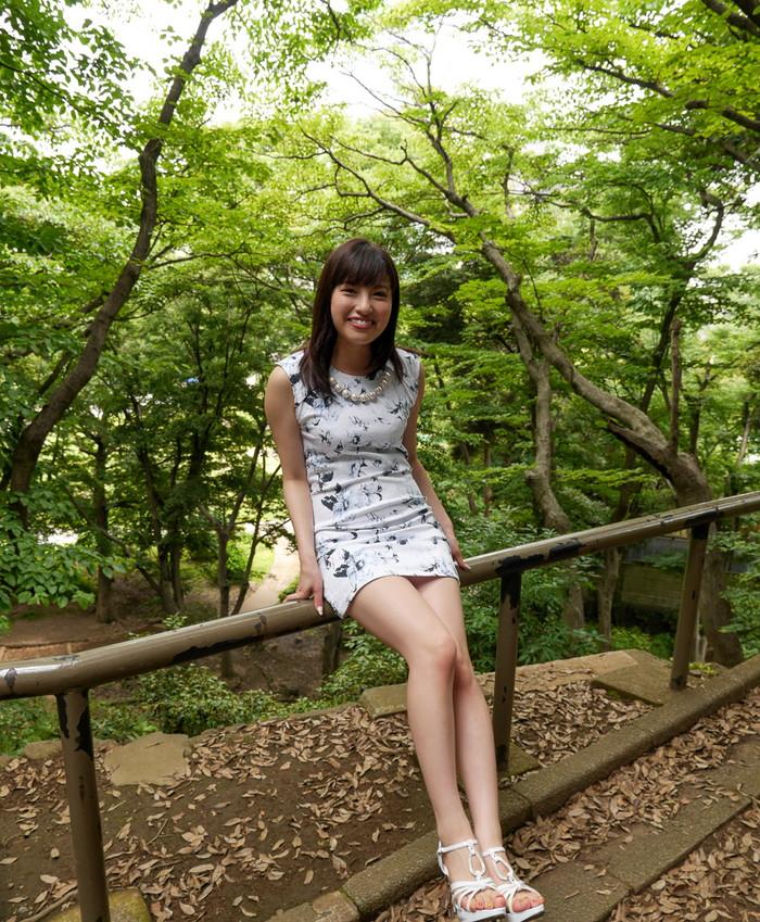【美脚エロ画像】ミニスカートからスラリと伸びた美脚に思わずナマツバ! 16