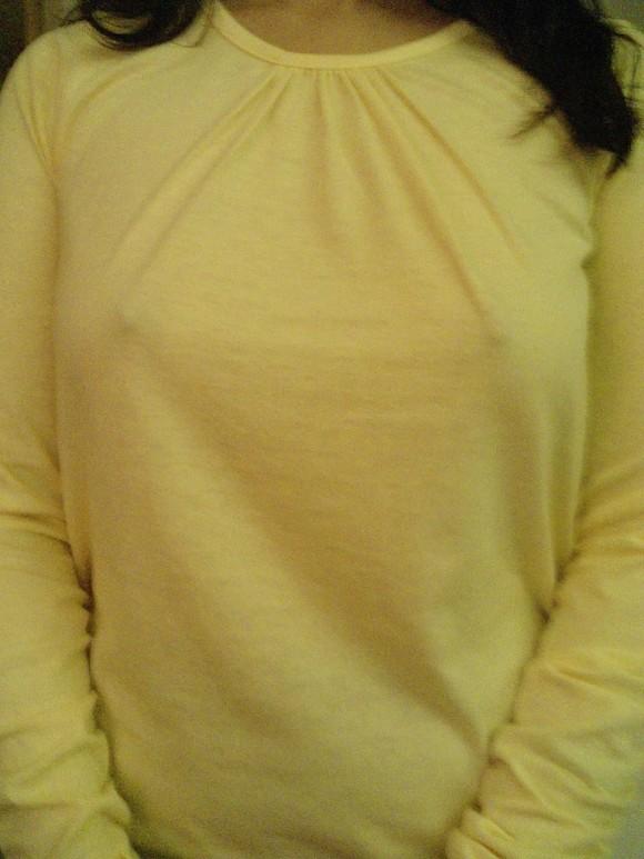 【胸ポチエロ画像】これはノーブラ確定!つていう胸ポチしている女の子! 10