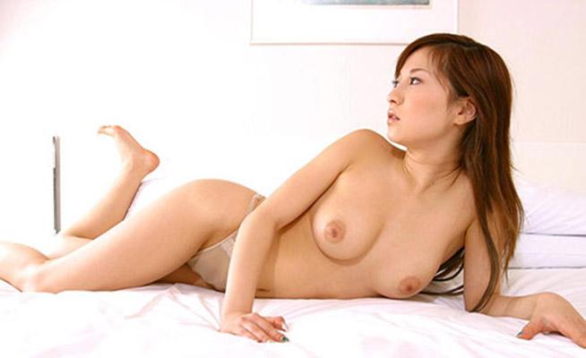 【美乳エロ画像】思わず感嘆のため息…美しすぎるおっぱいの女の子たち! 09