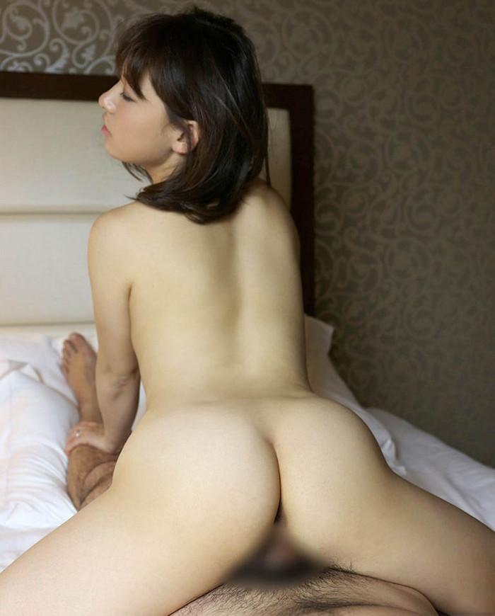 【背面騎乗位エロ画像】セックスは好きだがセックス中の厭らしい顔を隠したい女が好む体位! 12