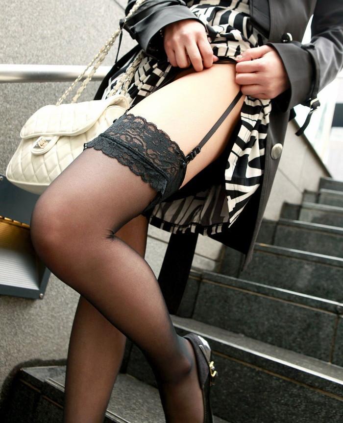 【ガーターベルトエロ画像】セクシー系の代表各の下着!?太ももがセクシー! 10