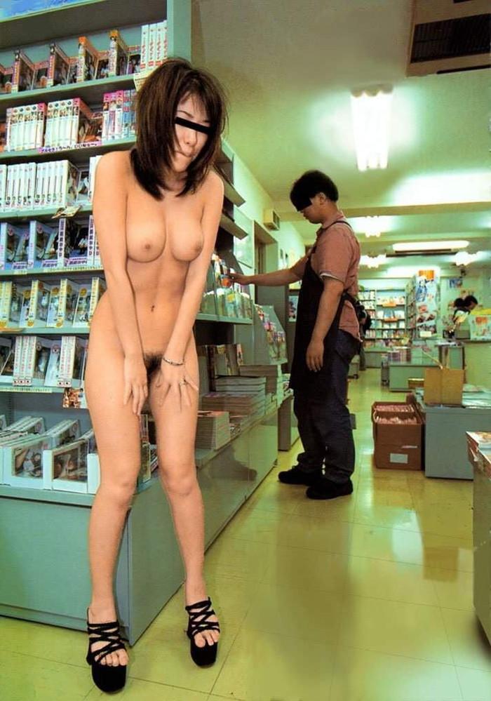 【店内露出エロ画像】大胆過激に営業中の店内でも露出プレイ!wwwwww 28