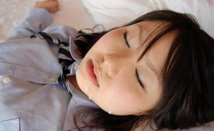 【顔射エロ画像】女の子の可愛い顔をザーメンで汚したい願望あるやつ!ちょっと来い! 05