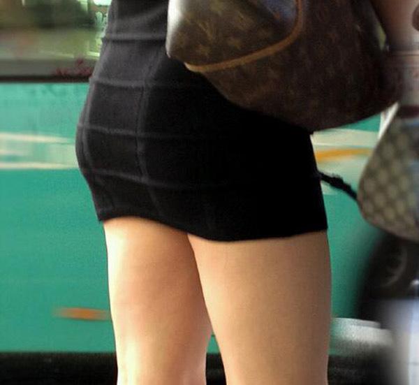 【美脚エロ画像】街中で見かけた美脚の女の子をフォーカスしてみた結果w