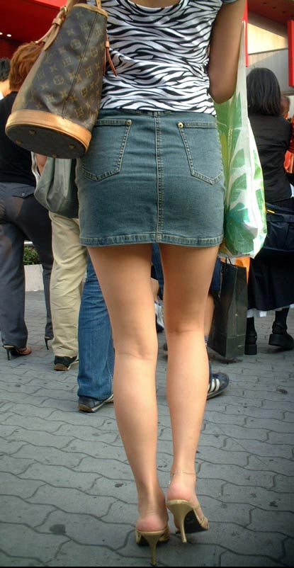 【美脚エロ画像】街中で見かけた美脚の女の子をフォーカスしてみた結果w 07