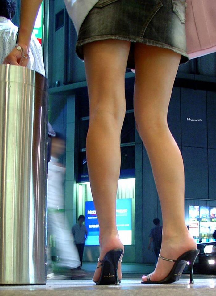 【美脚エロ画像】街中で見かけた美脚の女の子をフォーカスしてみた結果w 13