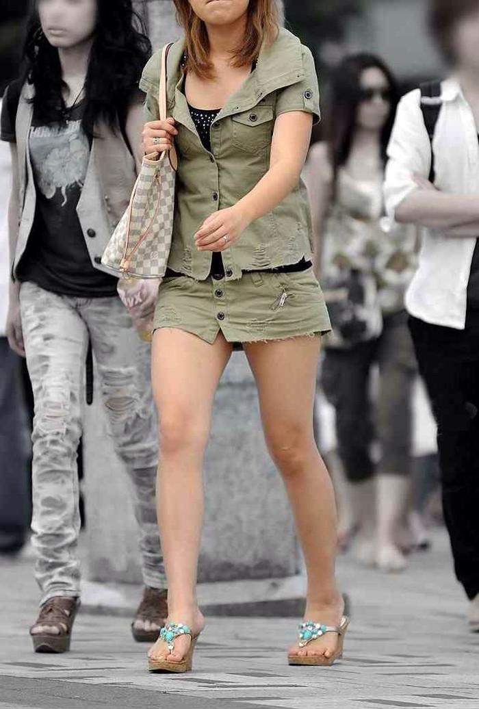 【美脚エロ画像】街中で見かけた美脚の女の子をフォーカスしてみた結果w 14