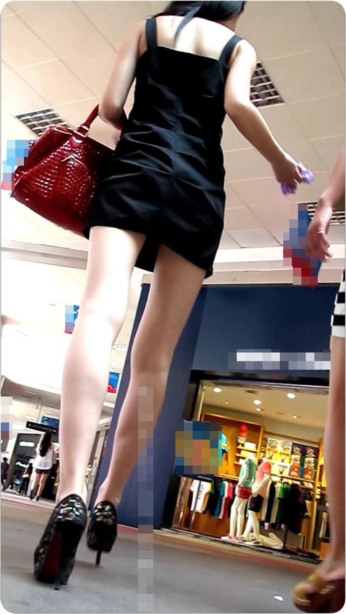 【美脚エロ画像】街中で見かけた美脚の女の子をフォーカスしてみた結果w 16