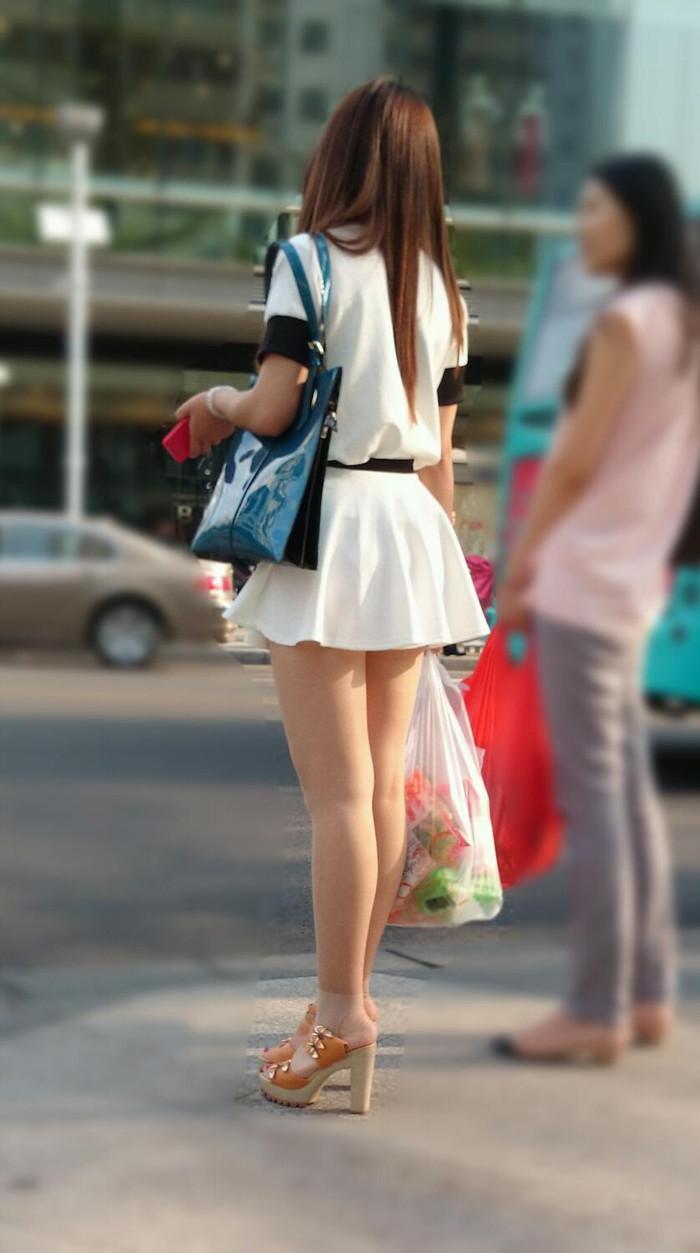 【美脚エロ画像】街中で見かけた美脚の女の子をフォーカスしてみた結果w 19
