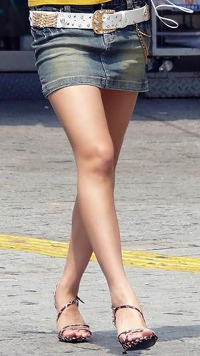 【美脚エロ画像】街中で見かけた美脚の女の子をフォーカスしてみた結果w 20