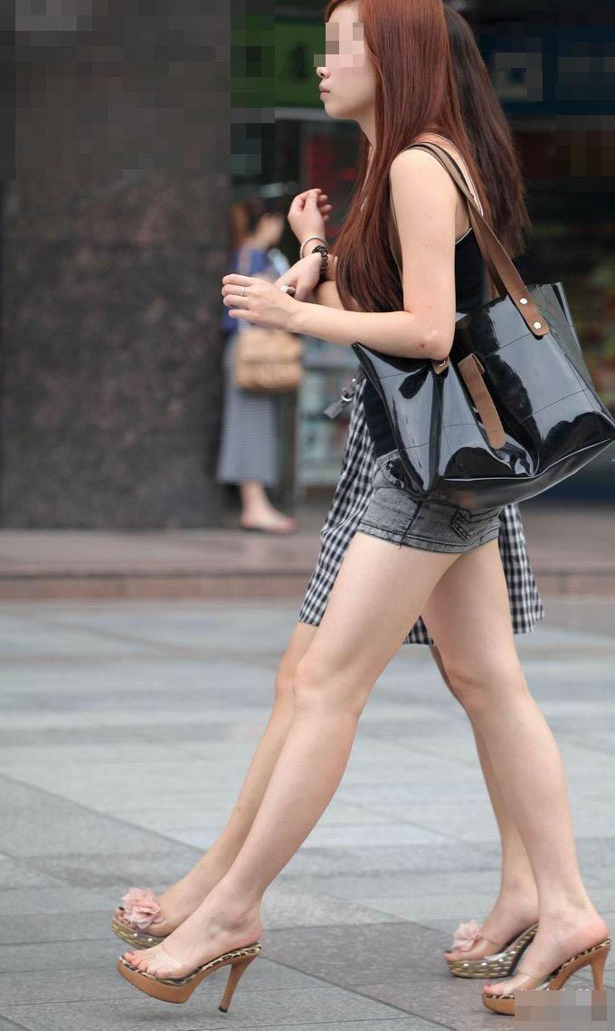 【美脚エロ画像】街中で見かけた美脚の女の子をフォーカスしてみた結果w 21