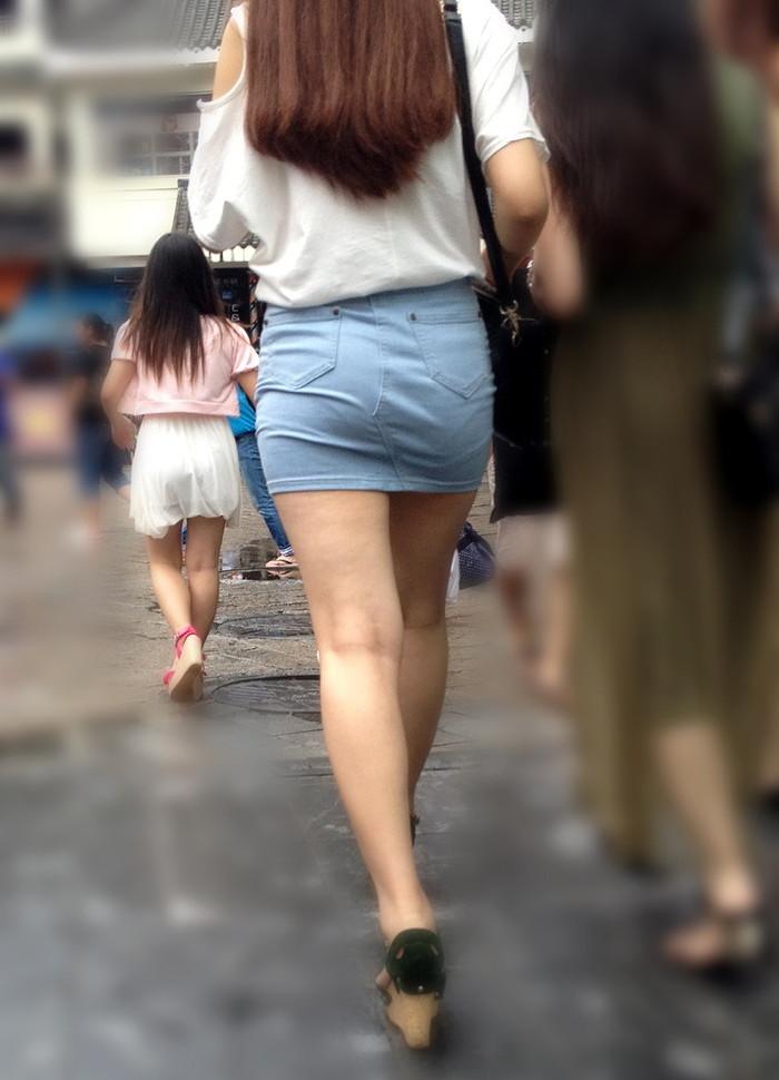 【美脚エロ画像】街中で見かけた美脚の女の子をフォーカスしてみた結果w 25